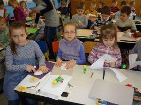 Najstarsze dzieci już przygotowują się do podjęcia nauki w szkole,